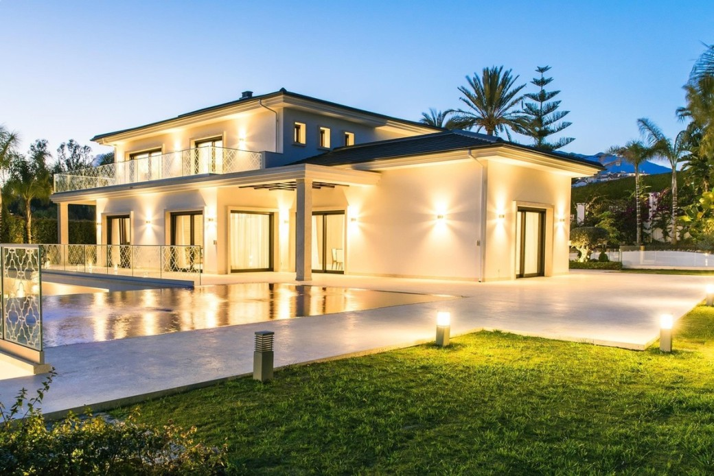5 Bedroom brand new villas for sale with private pool in Los Naranjos.